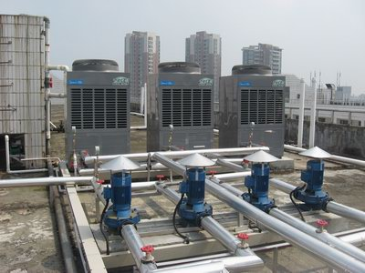东莞中学(初中部)1400人学生宿舍28吨空气源热泵热水工程
