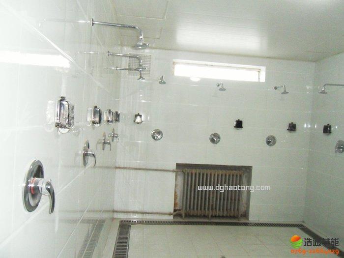 东莞市第一中学太阳能热水工程系统浴室安装实景图1