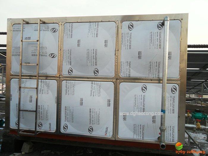 太阳能热水系统工程热水箱采用两个容积为15T的方形水箱