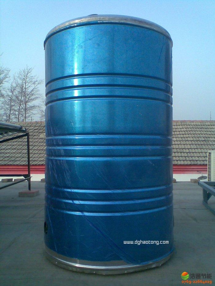 太阳能开水系统工程热水箱采用4个容积为1T的圆形水箱,外形尺寸为:870mm(直径)*1800mm(高度),8个0.5T的圆形水箱,外形尺寸为:770mm(直径)*1425mm(高度)