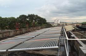 浩通热水工程——插太阳能真空管